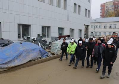 Готовность перинатального центра проверил министр строительного комплекса МО